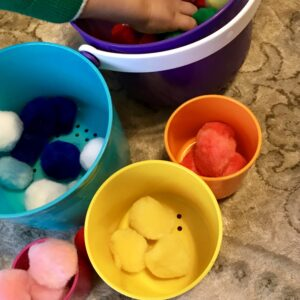 Pom pom sorting toddler activity fine motor skills activity for toddlers pom pom activity for preschoolers easy activities for toddlers